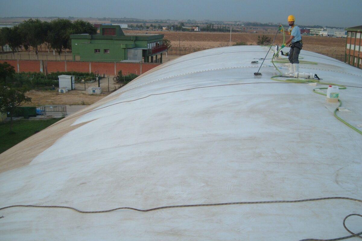 Empresa de limpieza de carpas, limpieza de carpas en Sevilla, limpieza vertical de carpas