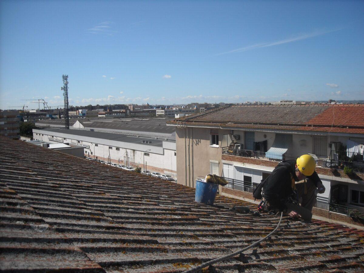Inspección de cubierta de tejas. Particular.