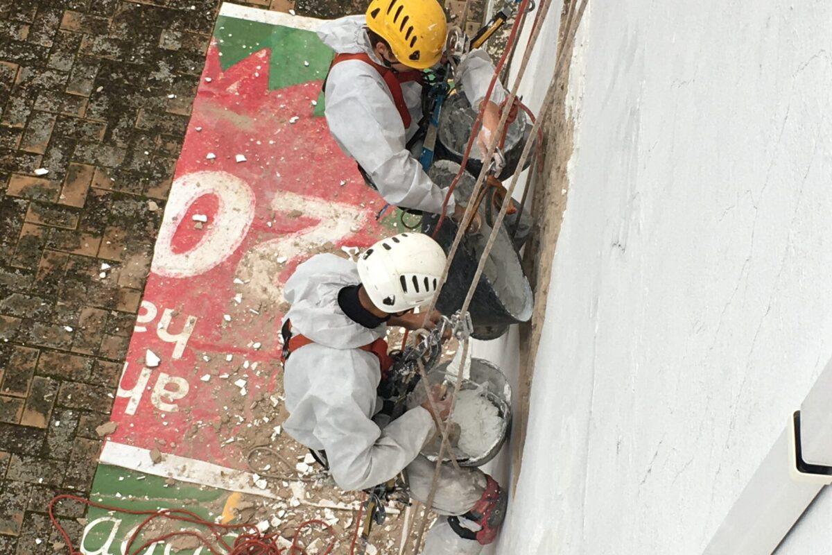 Arreglos y pintado de patio interior CCPP. Pastor y Landero nº 11. Sevilla