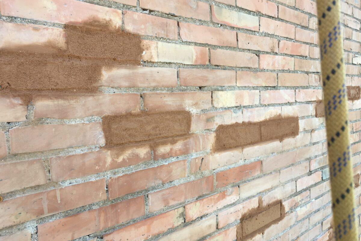 Saneado y reconstrucción de ladrillos vistos. CCPP San Fco. Javier. Sevilla