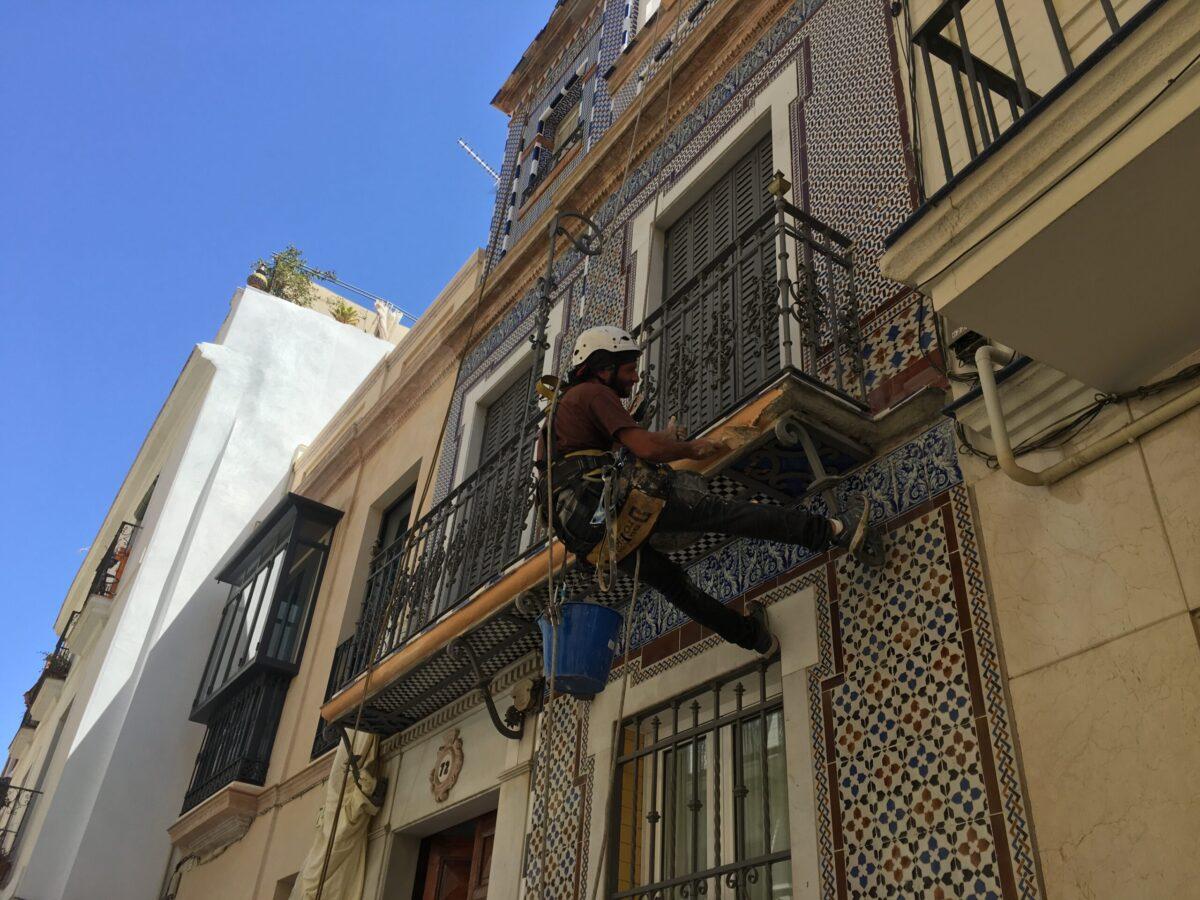 rehabilitaciones de edificios en Sevilla, Rehabilitación de fachada particular C/ Jesús del Gran Poder nº 74. Sevilla